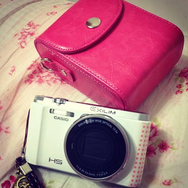 我的相機+超可愛桃紅色♥相機包:D
