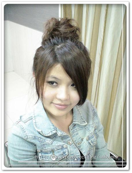 2009-2010秋冬流行髮型~尚洋Benny教大家如何 DIY簡易編髮系列-超夯包子頭篇1