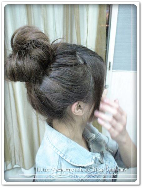 2009-2010秋冬流行髮型~尚洋Benny教大家如何 DIY簡易編髮系列-超夯包子頭篇2
