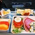 第二頓飛機餐.JPG
