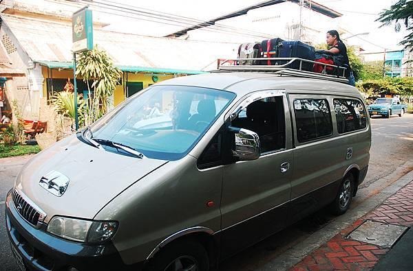 我們的小巴車.JPG