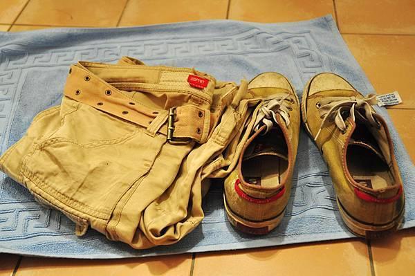 我的鞋和褲.jpg