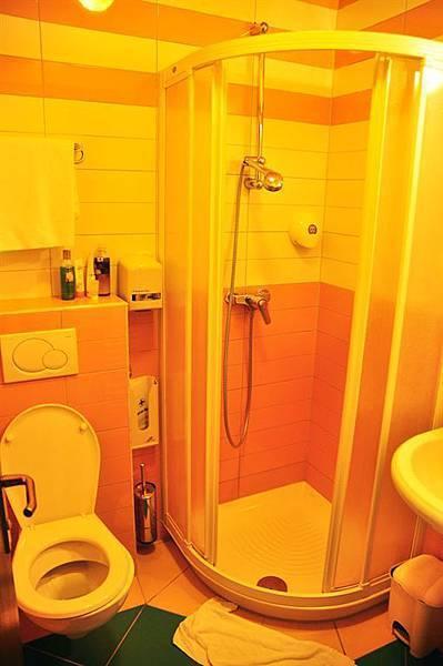 Hotel Sliskobathroom.JPG