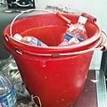 被閒嫌的小紅水桶.jpg