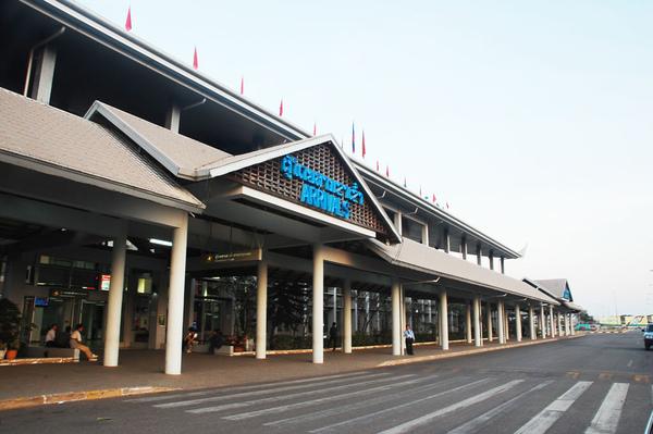 永珍機場大門.JPG