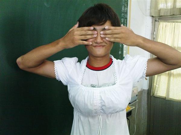 910王同學害羞.jpg