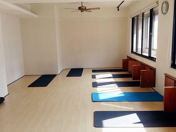 hui yoga j.jpg