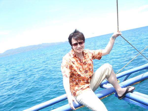 作在螃蟹船的腳上