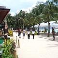 飯店就在沙灘旁