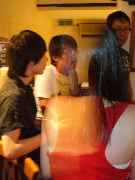 這張畫面呢 我們可以看到這紅衣怨靈散發出一種能量~ (茶~)