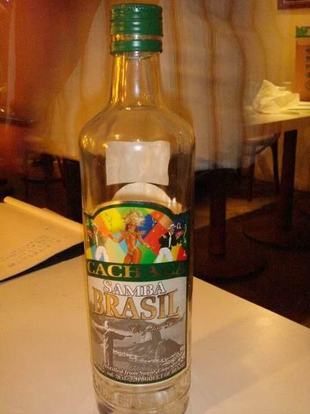 很好喝的甘蔗酒 底部還有幾顆可愛小石頭~