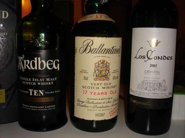 左->右:阿伯  百靈罈17yo  某紅酒