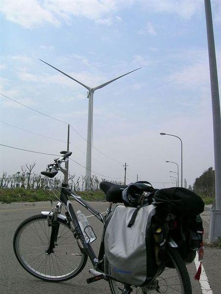大黑跟風車合照