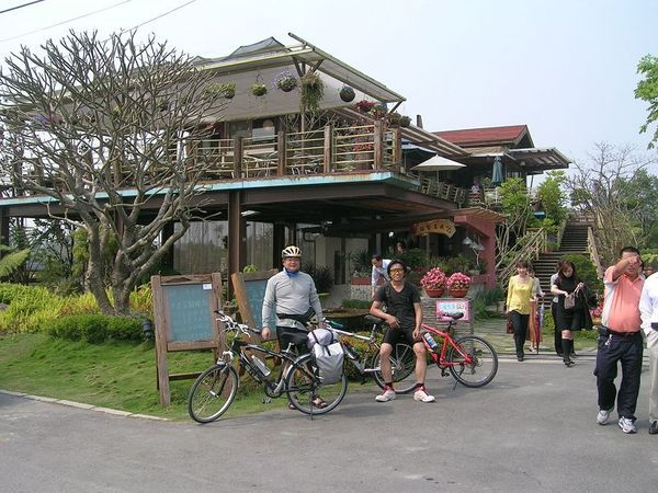 田尾花園公路旁的一間簡餐店