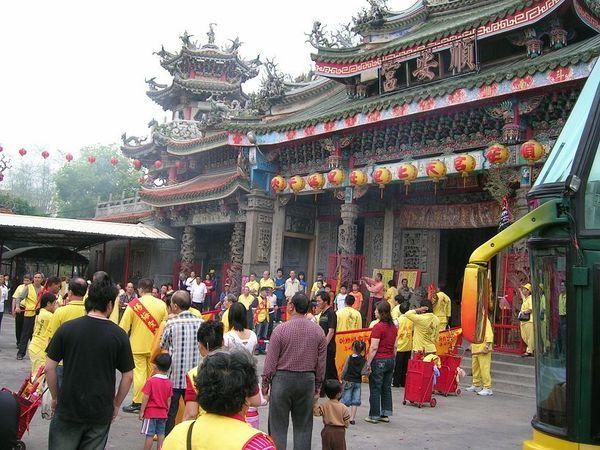 順安宮。當地有名的廟,正逢有活動呢。