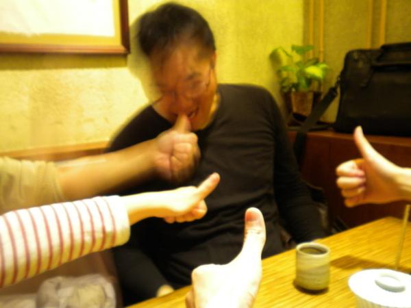 吃了4碗飯還想在吃手指頭.jpg