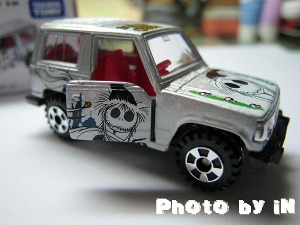 銀色聖誕吉普車_側