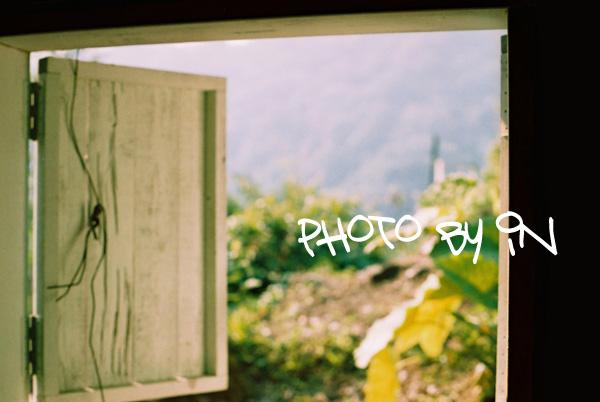 Canon FTb_F1000023_窗外.JPG