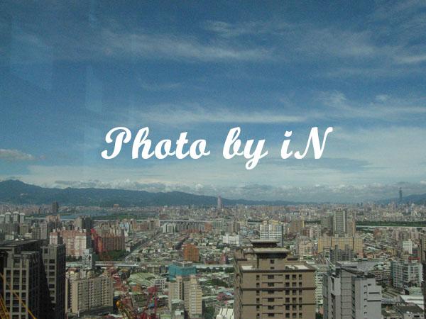 縣府大樓觀景台_新光與101.JPG