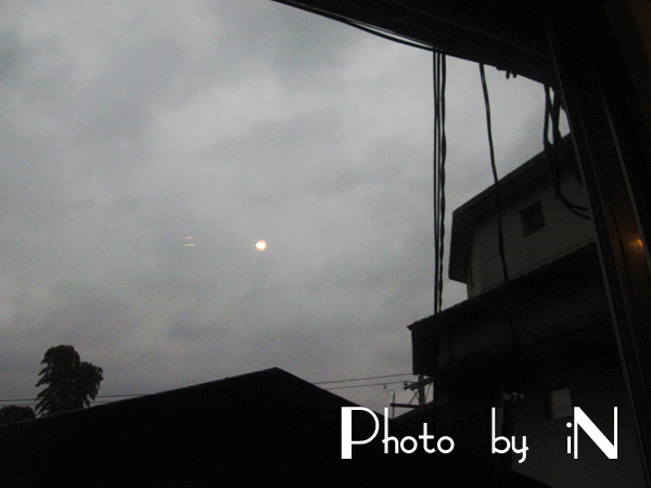 窗邊的月.JPG