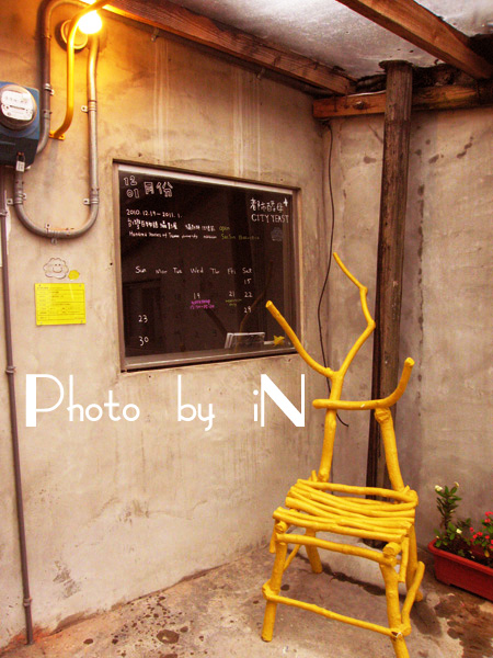 Yellow Chair之一 樹枝椅.JPG