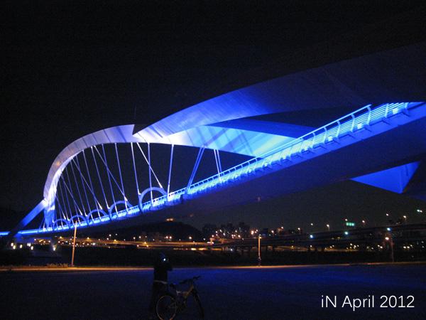 April-curve bridge