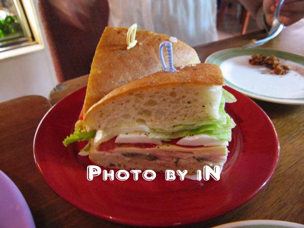 Tea Time@兔子聽音樂_吃飽飽的三明治.JPG
