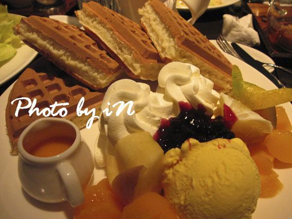 咖啡弄一弄_鮮果冰淇淋鬆餅.JPG