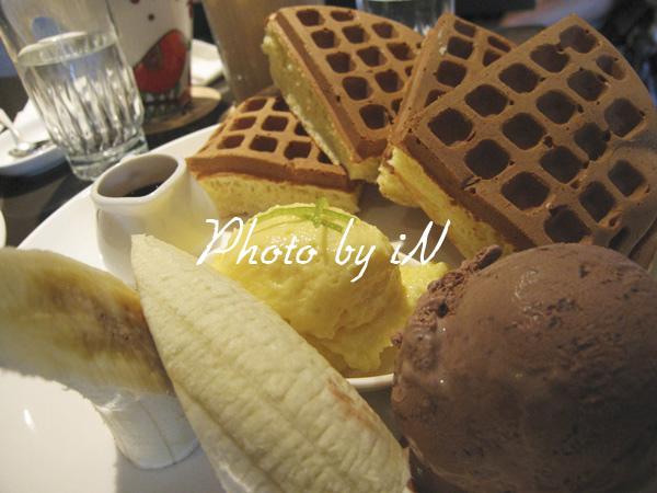 咖啡二弄_香蕉巧克力鬆餅.JPG