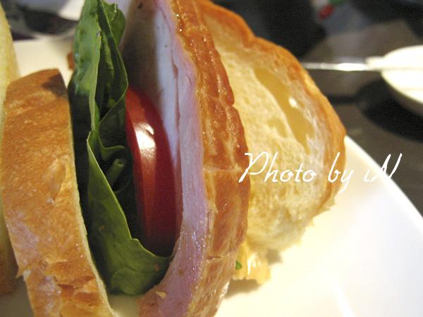 咖啡二弄_ 非想像BBQ豬排三明治之豬排在哪裡.JPG