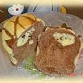 可可波蘿奶酥麵包--切