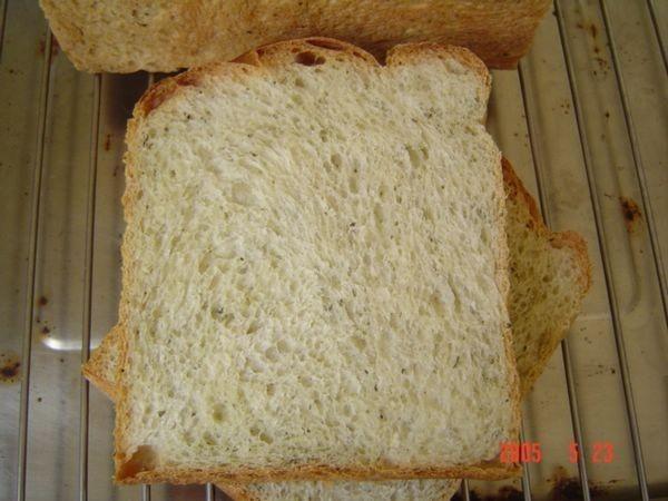 湯種綠奶茶土司切面:好好吃哦,但綠茶味不會很濃