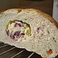 玫瑰蔓莓起士麵包-切面