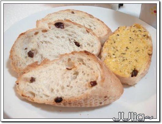 十字路口咖啡。榖類麵包 (3).jpg