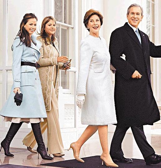 小布希長女Barbara(左一)身穿Derek Lam設計的服飾