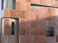 慕張住宅:銅牆之屋,隨著時間改變顏色