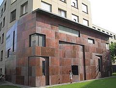 幕張住宅  牆面虛實之間互換  有易經道理的牆