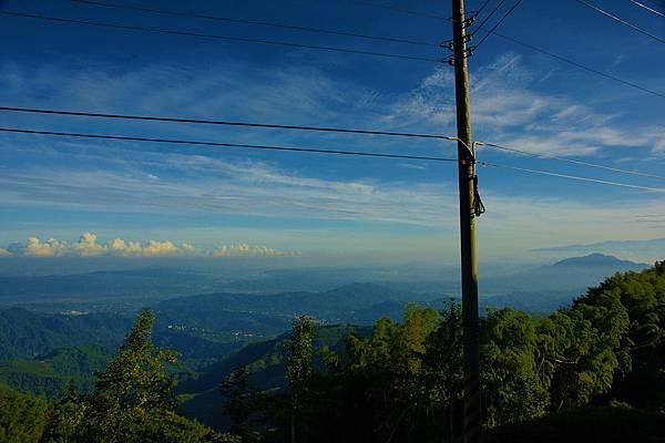 山頂上的電線杆,想必呼吸了好多新鮮的空氣