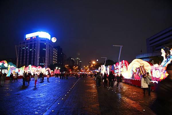 1 - 花燈很少人也很少的2011年台北燈會