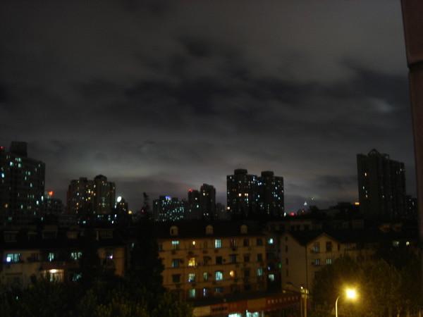 詭異的上海夜空