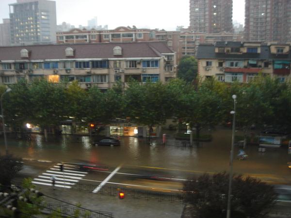 颱風暴雨過後的大積水