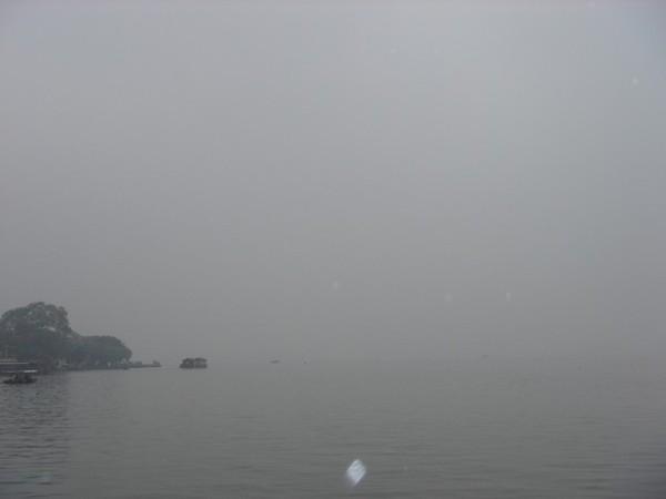 雨中的西湖