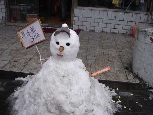 店家用來做廣告的雪人