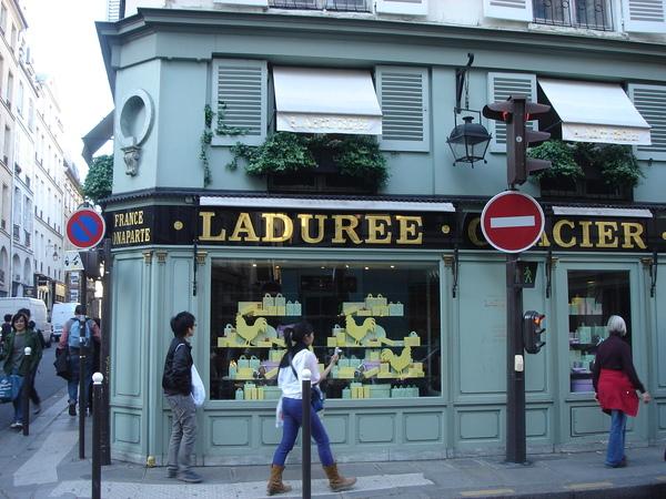 賣法國最有名甜點Macaron的百年老店