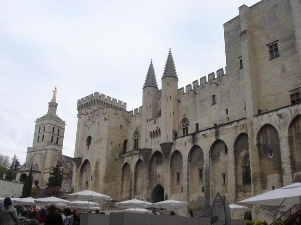 中世紀教皇住的城堡-換言之就是中世紀的梵蒂岡