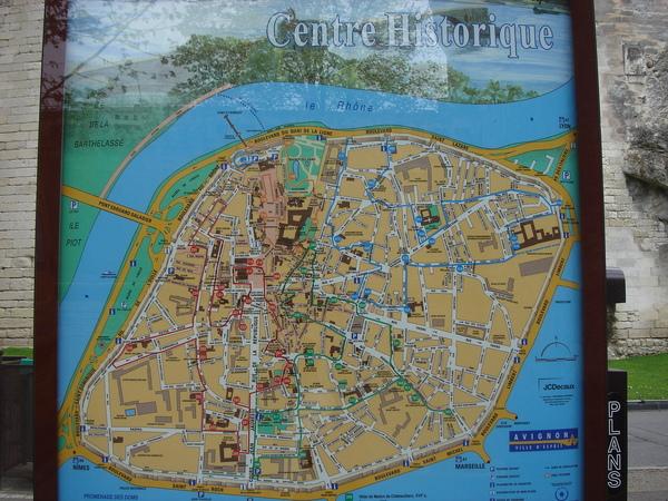 亞維儂是一個由城牆圍起來的城市