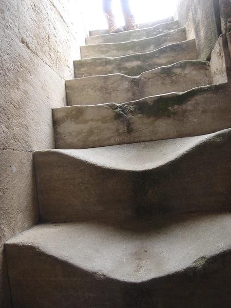 石階被踏的都凹了