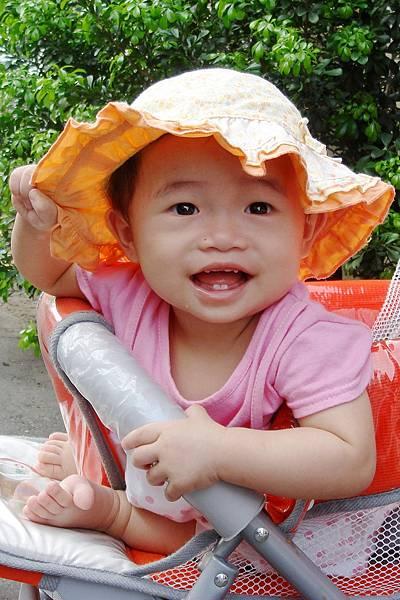 小羽球-0023小羽戴新帽.jpg