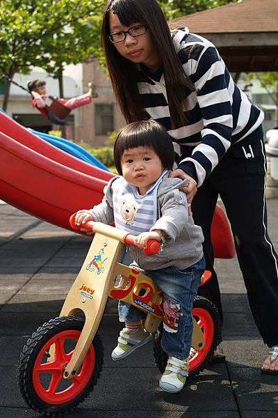 小羽球-0124小球騎PushBike.jpg