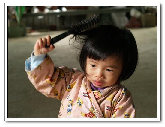 256我在梳頭髮.jpg